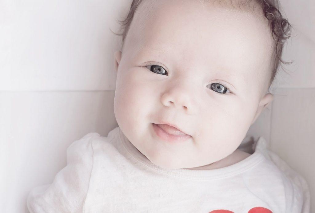 Il primo bagnetto del neonato: come organizzarlo al meglio